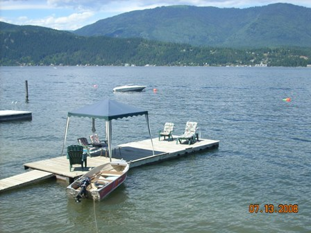 Dock and Boat buoy Bill and Dar's Guesthouse - Shuswap Lake