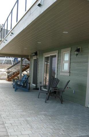Downstairs Patio - La Casa Cottage - Okanagan Lake