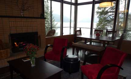 Carrie Cove Cottage - lakefront getaway - Kootenay Lake
